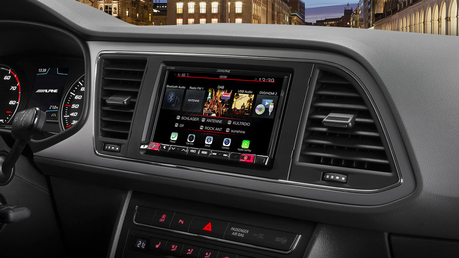 "7"" Mobile Media System for SEAT Leon featuring Apple CarPlay and"